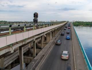 Киевлян пугают обрушением моста Метро. Он тоже давно «устал»