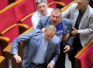 Нардеп Мураев назвал заключенного режиссера Сенцова «террористом для части населения». Из-за этого в Раде случилась драка
