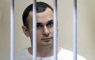Голодающего политзаключенного украинского режиссера Сенцова осмотрели российские врачи