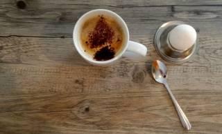 Американские ученые нашли полезным ежедневно съедать по яйцу и выпивать более трех чашек кофе