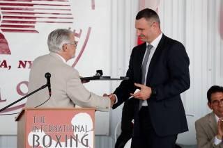Мэр Киева Кличко слетал в США, где его включили в Международный зал боксерской славы