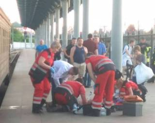Катаясь на крыше электропоезда, в Киеве пострадали ребенок и мужчина, – СМИ
