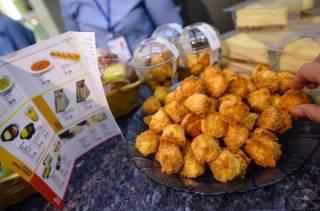 «Укрзализныця» со следующей недели начнет кормить пассажиров пастой и гаспачо