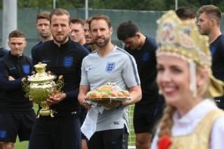 ЧМ-2018 в России: сборная Англии отказалась от каравая, но забрала самовар