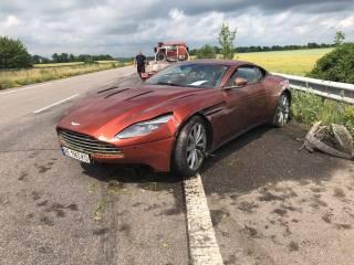 В результате ДТП водитель бросил суперкар за $300 тыс. посреди трассы Харьков — Днепр