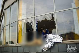 Жуткое ДТП на Днепропетровщине: одну из жертв отбросило в витрину магазина