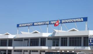 Сотни украинских туристов вторые сутки сидят в аэропорту Туниса, не имея возможности вернуться домой