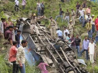 В Индии автобус упал в ущелье – погибли десятки людей