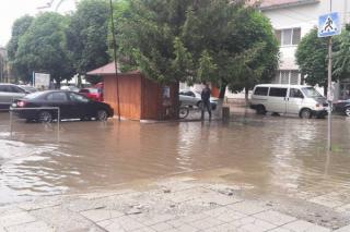 Киев кое-где затопило из-за сильного ливня