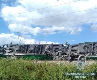 Масштабная авария произошла под Одессой: сошел с рельсов и перевернулся грузовой поезд