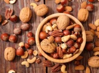 Ученые объяснили, почему будущим папам обязательно нужно есть орехи