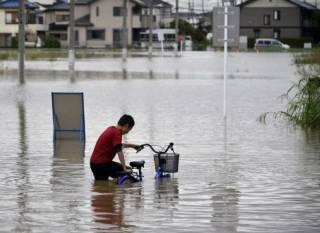 Из-за проливных дождей в Японии эвакуируют более полумиллиона человек