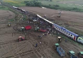 Крушение поезда в Турции: сообщается о многочисленных жертвах