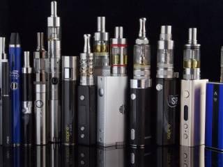 Ученые рассказали о «соблазнительной опасности» электронных сигарет