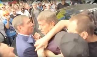 Министр Насалик и нардеп Шахов сцепились под стенами Минэнерго. Разнимать их пришлось полицейским