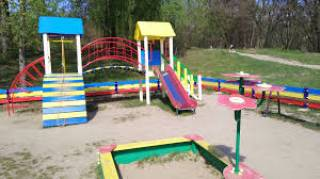 В Киеве толпа наркоманов напала на детскую площадку, избив игравших там ребят