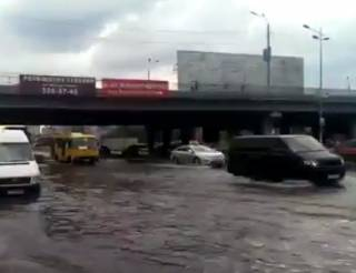 Киев и Житомир затопило из-за сильных ливней. Появилось видео