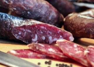 Ученые выяснили, какая колбаса может довести до психушки