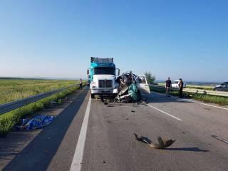 Жуткое ДТП на Николаевщине забрало жизни пяти человек. Еще 12 родились в рубашках