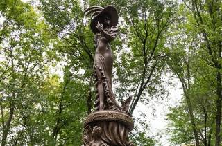 В Харькове открыли памятник Гурченко с ошибками на табличке