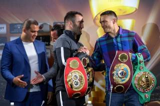 Сегодня Алексадр Усик сразится за все боксерские награды мира