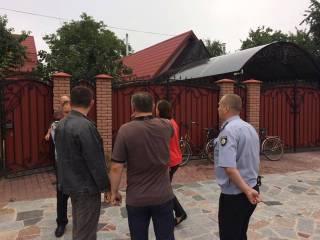 Преступники ворвались в дом депутата на Житомирщине и устроили на глазах у детей пытку утюгом