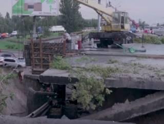 В Киеве восстановили движение по мосту, который обвалился после ливня
