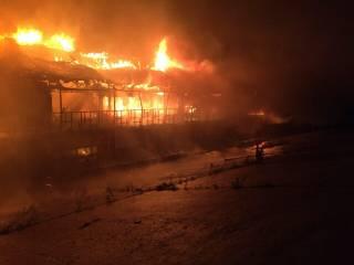 В Киеве дотла сгорел очередной дебаркадер