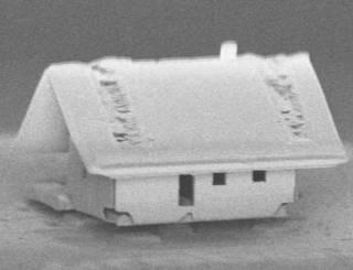 Французы «построили» самый маленький дом в мире