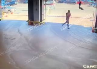 После того как суд начал одного за другим отпускать подозреваемых в нападении на Найема, в Сети появилось новое видео