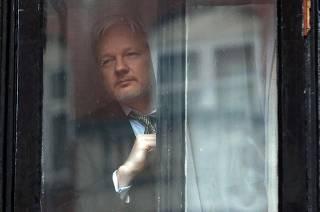 Власти Эквадора решили избавиться от прячущегося в их посольстве основателя WikiLeaks Джулиана Ассанжа