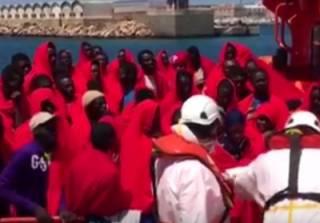 У берегов Испании едва не утонули сотни мигрантов