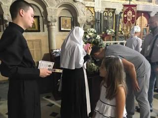 8 святынь в Киеве: паломники рассказали, почему часами стоят в очереди к мощам и иконам