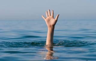 На Харьковщине две девочки утонули в бассейне на заднем дворе