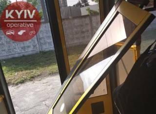 В Киеве у автобуса прямо на ходу отвалилась дверь