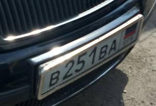 В Мариуполе пьяные офицеры разъезжали по городу на машине с номерами ДНР