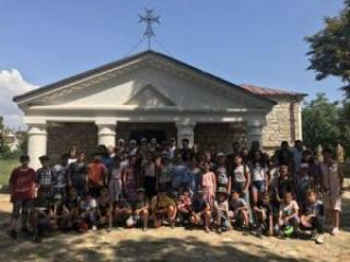 Участники лагеря Союза армян Украины посетили средневековую армянскую церковь в Белгороде-Днестровском