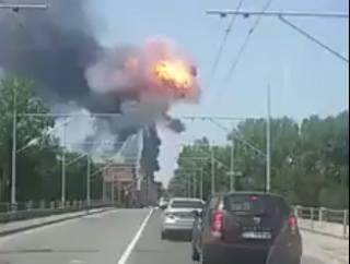 В Италии неподалеку от аэропорта прогремел мощный взрыв. Очевидцы успели зафиксировать его на видео