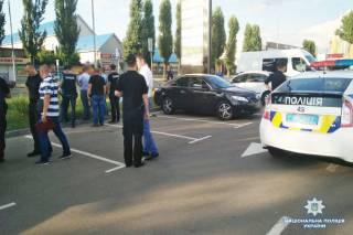 В киевском спальнике совершено дерзкое ограбление автомобиля