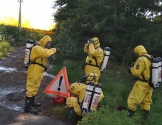 На Днепропетровщине случилась масштабная утечка азотной кислоты. Местным жителям говорят, что угрозы нет