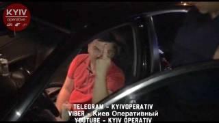 В киевском спальнике пьяный водитель на сувенирных номерах сбил велосипедиста и тыкал пальцем