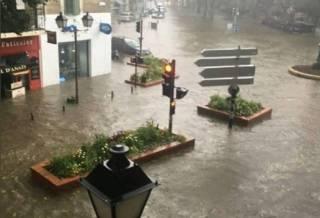 Аномальные ливни превратили улицы французских городов в реки