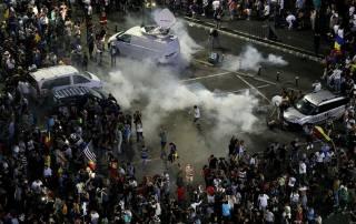 Протесты в Румынии: после стычек с полицией пострадали сотни людей