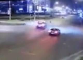 В Киеве элитная иномарка сбила пешехода и скрылась с места ДТП. Появилось видео