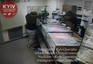 Ограбление ювелирного магазина на Нивках в Киеве: бандиты убили охранника и забрали целый мешок наживы