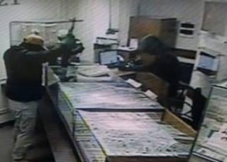 Полиция прокомментировала налет на ювелирный магазин в Киеве: грабители были иностранцами