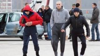 В Киеве банда подростков избивает детей и бросается на женщин