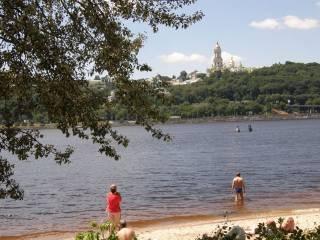 Киевлян предупредили, что купаться в городе – небезопасно