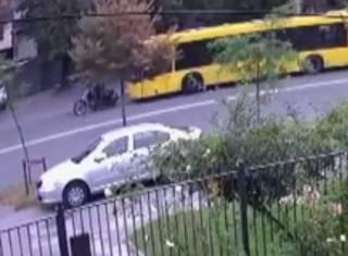 Появилось видео расстрела автобуса мотоциклистом в Киеве