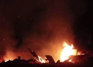 В Вишневом после драки с «титушками» подожгли стройку, выросшую на месте зеленой зоны
